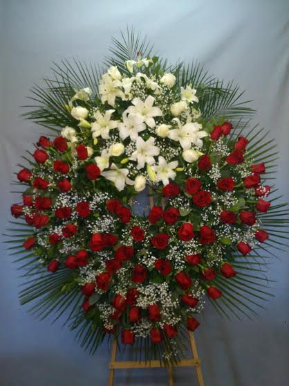 isma-9-corona-especias-de-rosas-rojas-opcional-en-rosas-blancas-pvp-de-200-a-800€-segun-tamaño.jpg