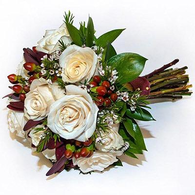 Bouquet bicolor rosas hipericum